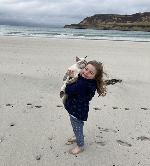 Kitten gets 'Round & About' Mull!